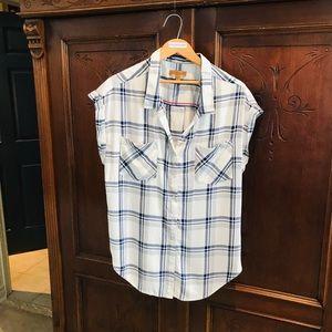Sleeveless shirt (Jach's Girlfriend)